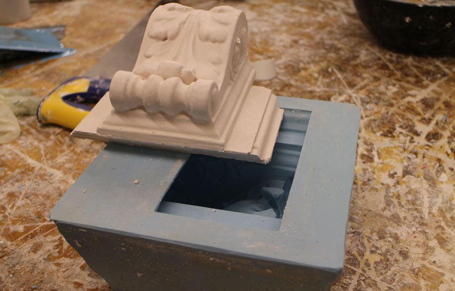 Block for modillion cornice
